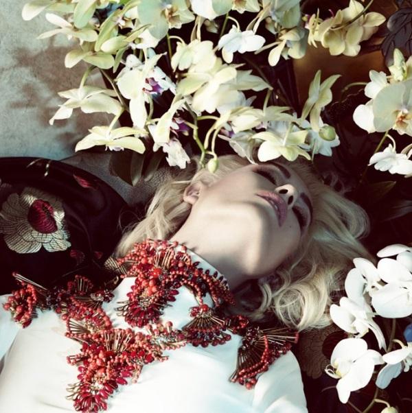 H φωτογράφιση της Camilla Arkans στο Vogue της Ιαπωνίας