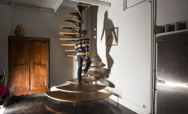 Ξύλινη Σπειροειδής Σκάλα από τον Paul Coudamy