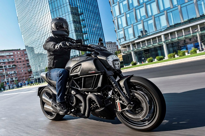 Η Νέα Ducati Diavel Carbon 2016