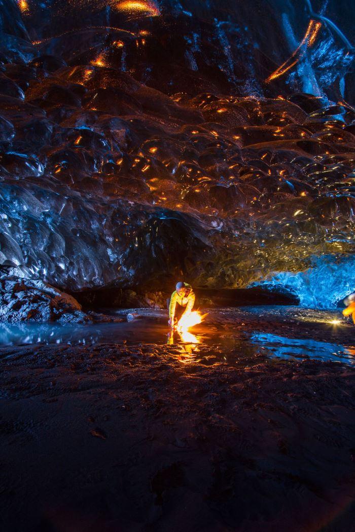 Τα Μαγευτικά Σπήλαια Πάγου στην Ισλανδία από τον Julien Ratel
