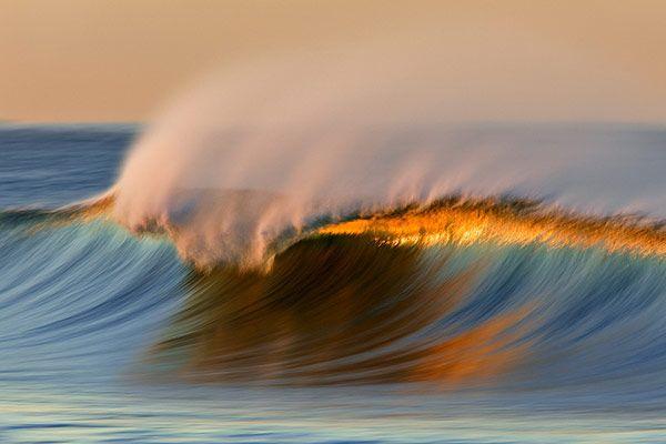 Κύματα από τον Ντέιβιντ Ορίας