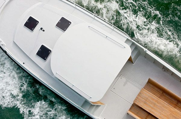 Elegant Boat Firmship 42 by Studio Job