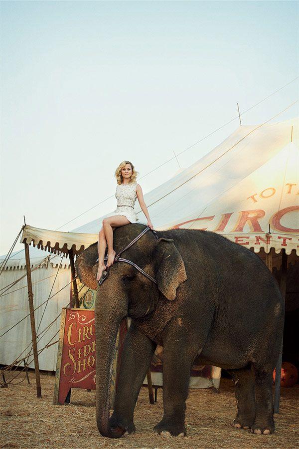 Η Ρις Γουίδερσπουν στη Vogue των ΗΠΑ