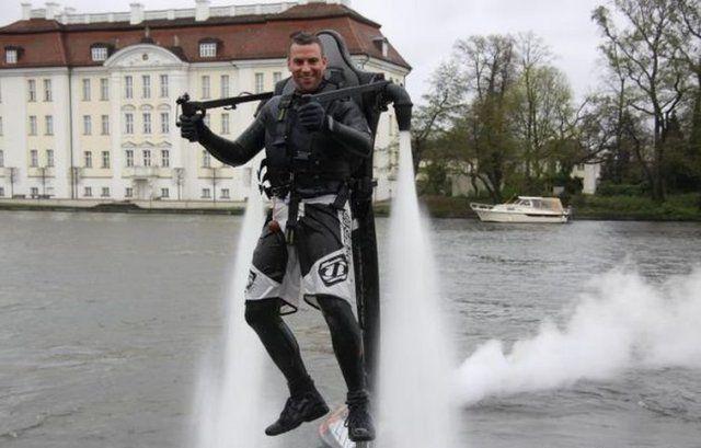 Jetlev-Flyer - Feel like James Bond