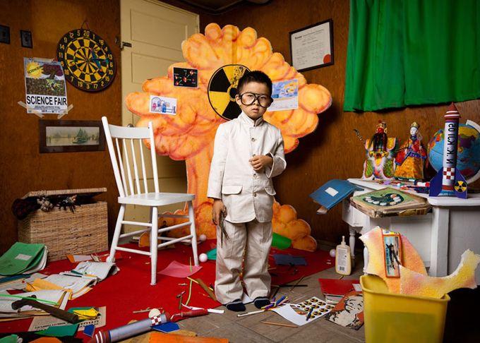 Σειρά φωτογραφιών σε παιδικό δωμάτιο