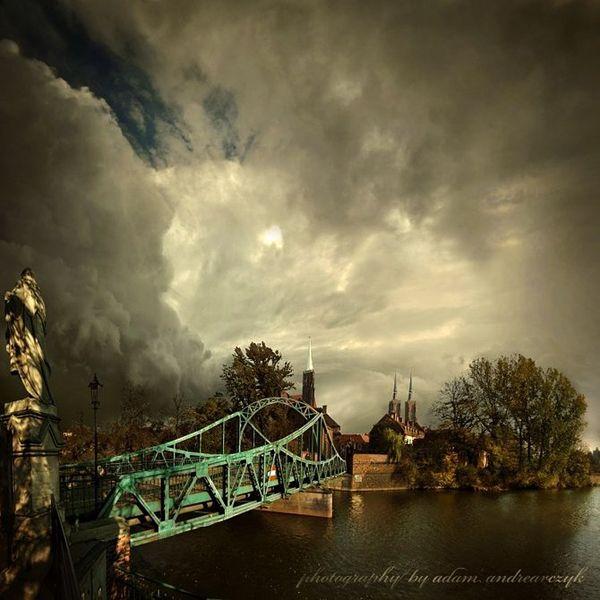 Σκοτεινές φωτογραφίες από τον Alcove