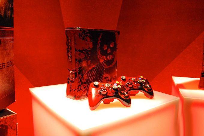 Gears of War 3 and Xbox 360 wireless keypad