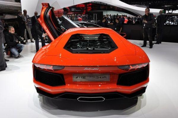 Lamborghini Aventador LP700-4 - Πορτοκαλί προβολή από πίσω