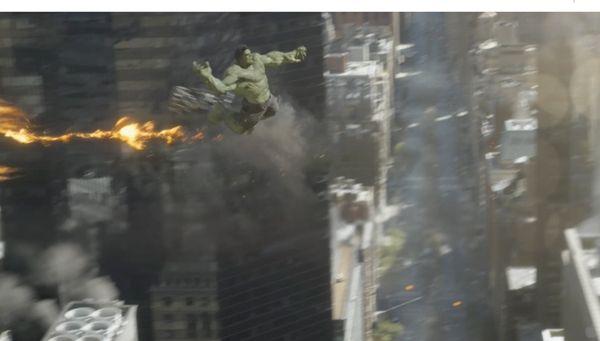 The-Avengers-Hulk-fighting-aliens