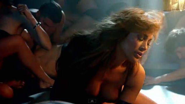 Jennifer Lopez feat Pitbull-Dance Again-05