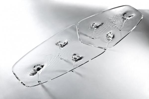 """Το """"Υγρόκρυστάλλινο"""" Τραπέζι από τον Zaha Hadid"""