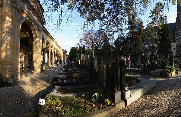 Ένα Ταξίδι στην Όμορφη Τσεχία- Μνημείο Vyšehradský Hřbitov
