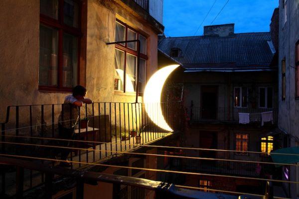 """Η """"Ιστορία Αγάπης"""" του Leonid Tishkov με το Φεγγάρι"""