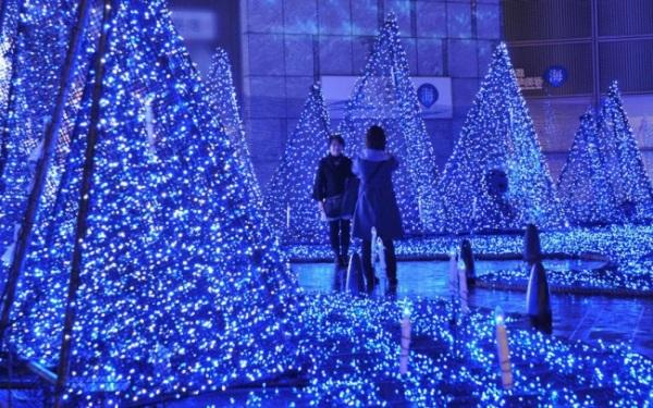 Τα Φώτα των Χριστουγέννων σε Διάφορες Πόλεις