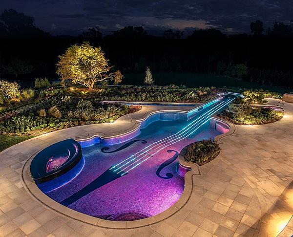 Πισίνα σε Σχήμα Βιολιού Στραντιβάριους