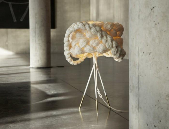 Το Φωτιστικό Νύφι Από Το Στούντιο Σχεδιασμού Mammalampa