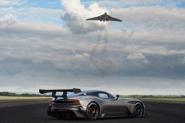Το Νέο Υπέρ-Αυτοκίνητο Aston Martin Vulcan 2017